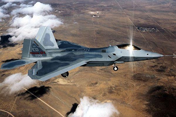 1998年10月2日由美國Edwards 空軍基地發表有關「F22戰鬥機」的檔案照。(AFP/AFP/Getty Images)