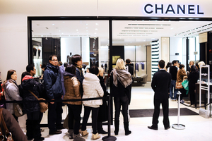 大陸民眾海外搶購奢侈品原因曝光