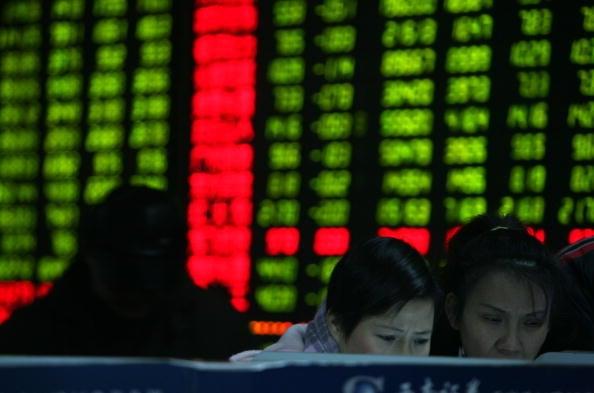 11月17日,大陸A股市場三大股指齊跌,滬深兩市現跌停大潮,逾3,000個股下跌。當日滬指收跌0.48%,這是滬指第四天連跌。(Getty Images)