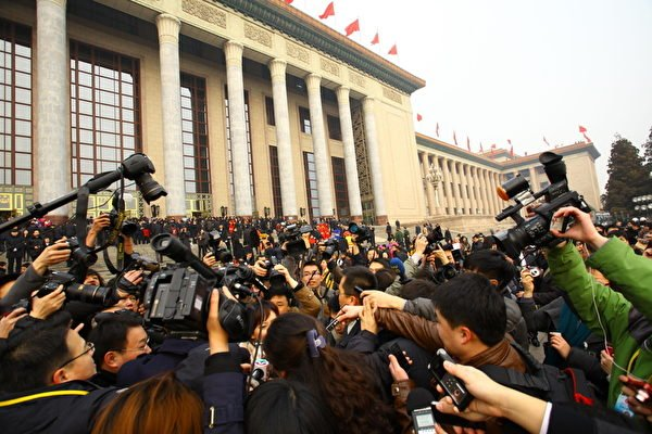 據胡潤研究院統計,2016年中共兩會代表中有107人進入胡潤全球富豪榜,他們的家族財富總值超過3,500億美元;人均33億美元。(ChinaFotoPress/Getty Images)