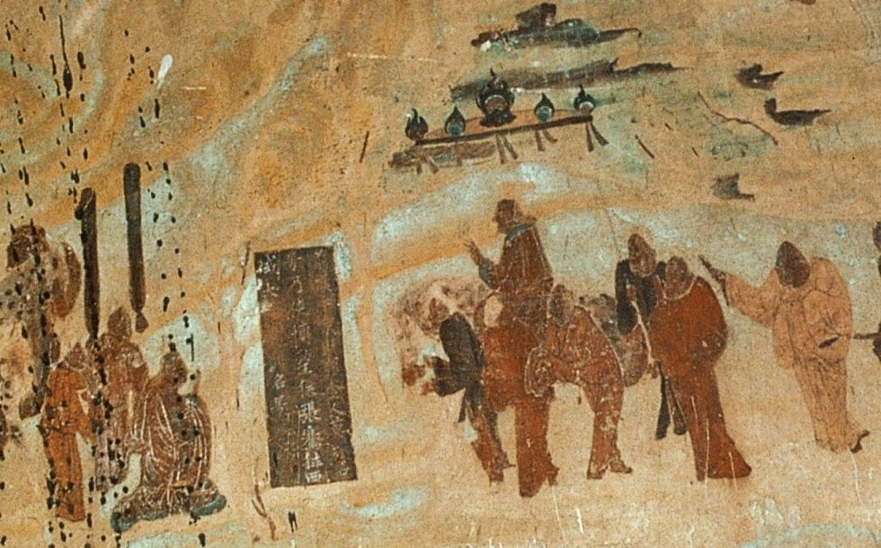 敦煌莫高窟第323窟北壁上的張騫出使西域圖,漢武帝與群臣一行人為張騫(畫中左面跪著者)送行。(公有領域)