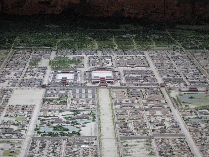 圖為日本平安京復原模型。(維基百科公有領域)