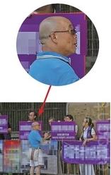 7月23日,香港民意交流協會成員郭亨溪(穿藍衣者)與香港關注基層市民協會成員交談。(余鋼/大紀元)