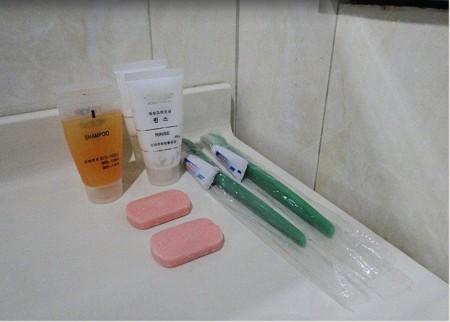 飯店提供的沐浴用品。(TripAdvisor網站遊客供圖)