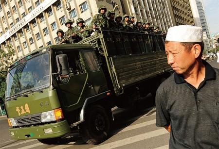 新疆是江系鐵桿周永康盤踞多年的勢力地盤,此前局勢敏感時點,新疆頻頻發生爆炸案,背後浮現江澤民集團另類政變因素。(AFP)