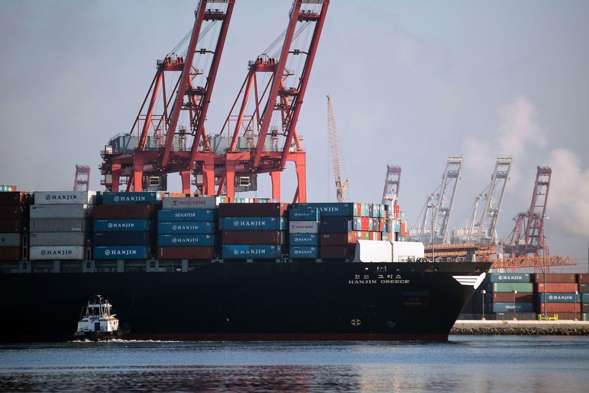 南韓韓進海運於9月宣佈破產。在獲得美國法院批准後,韓進希臘號開始入港卸貨。(DAVID MCNEW/AFP/Getty Images)