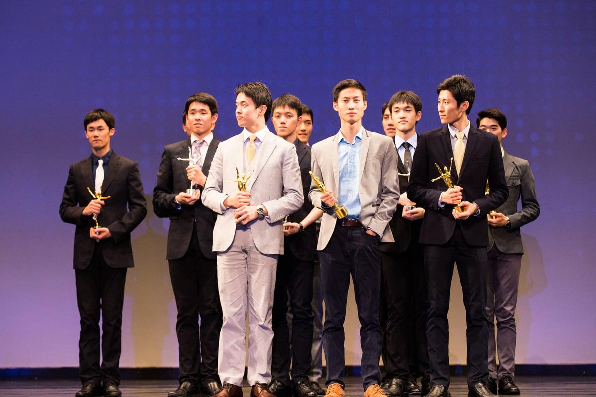 2016年10月21日,新唐人第七屆「全世界中國古典舞大賽」青年男子組獲獎選手。 (戴兵/大紀元)