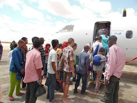 從索馬里海盜手中救出台籍輪機長沈瑞章的海洋無海盜計劃項目主持人羅文尼眼眶泛紅地說,海盜同意釋放人質,終於將人平安送回家的那一刻,是他人生中最感動的時刻。(羅文尼提供)
