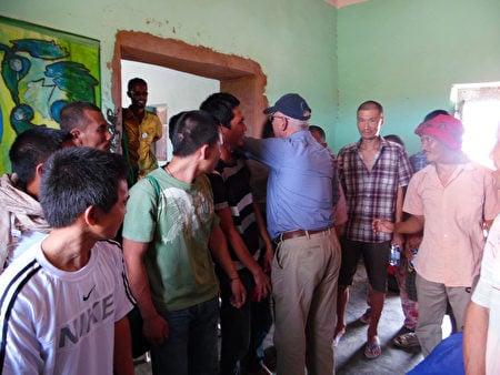 從索馬里海盜手中救出台籍輪機長沈瑞章的海洋無海盜計劃項目主持人羅文尼說,擔心海盜會改變心意,在交付贖金後,他們立即將船員送到數公里外的安全地方暫時安置。(羅文尼提供)