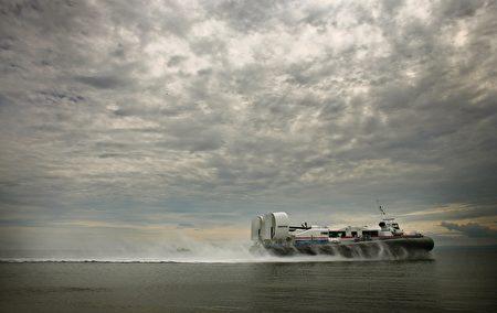 從英國南海搭乘氣墊船可前往知名度假勝地懷特島。(Jeff J Mitchell/Getty Images)