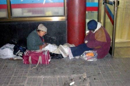 露宿北京街頭的中國訪民。(網絡圖片)