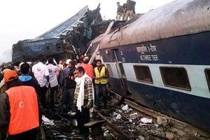 印度火車出軌翻覆 至少91人死亡逾百人傷