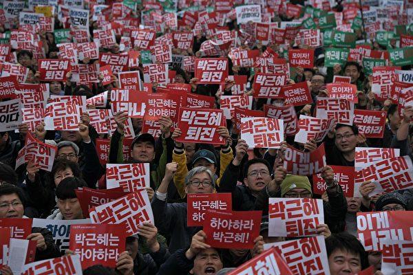首爾數萬民眾群聚抗議 要求總統朴槿惠下台