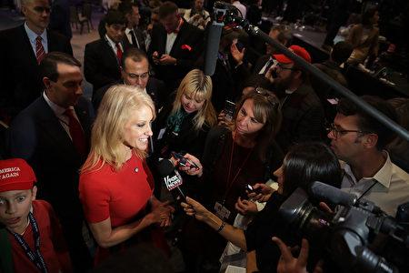 特朗普打敗希拉莉,將成為白宮的新主人,其最大功臣之一就是競選總幹事、四個孩子的媽媽康威。(Chip Somodevilla/Getty Images)