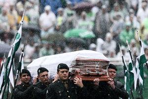 巴西悼空難足球隊 萬人冒雨追悼