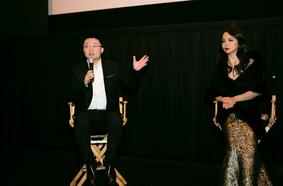《血刃》導演李雲翔在華盛頓D.C.首映禮上回答觀眾問題。(李莎/大紀元)