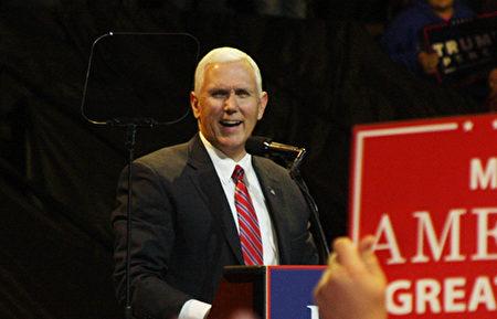 美國當選副總統彭斯1日在俄亥俄州辛辛那提集會上答謝選民。(尹婉/大紀元)