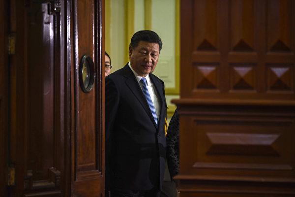 11月30日,中國文聯、中國作協在北京召開第十次、第九次全代表大會。中共政治局七常委全部出席,習近平在發表講話中提到中國文化獨一無二,包含神韻,給中華民族增加了自豪。(CRIS BOURONCLE/AFP/Getty Images)