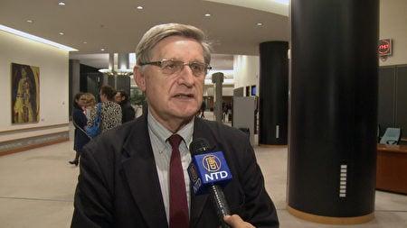 人權無疆界國際組織主任 Willy Fautre先生接受媒體採訪。(新唐人)