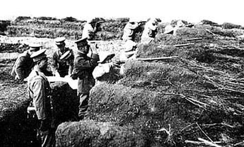 中東路事件時在戰壕中展開的中國軍隊。(維基百科公有領域)