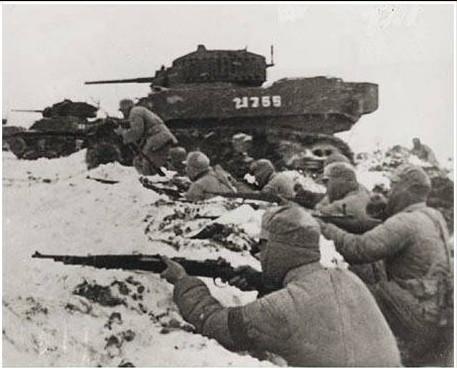 徐蚌會戰,共軍以坦克和步兵攻擊國軍。(維基百科公有領域)