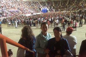 川普上任百日集會現場 中國孤兒寡母訴冤情