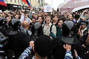 俄羅斯逾百城市爆反腐抗議 至少千人被拘