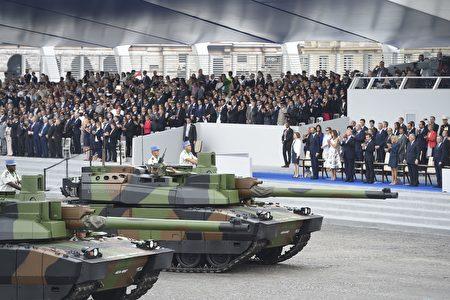 勒克萊爾坦克(Le char Leclerc)是法國1993年開始使用的主要攻擊性坦克,長7.5米,重近60噸。(SAUL LOEB/AFP/Getty Images)