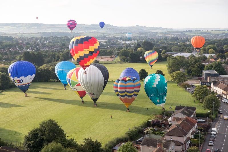 歐洲最大熱氣球嘉年華繽紛登場