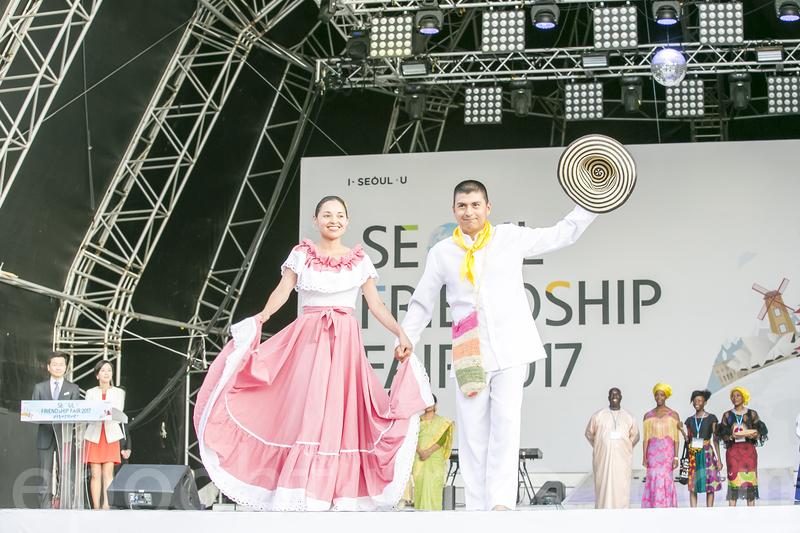 首爾地球村聯歡會 各國大使傳統服裝秀