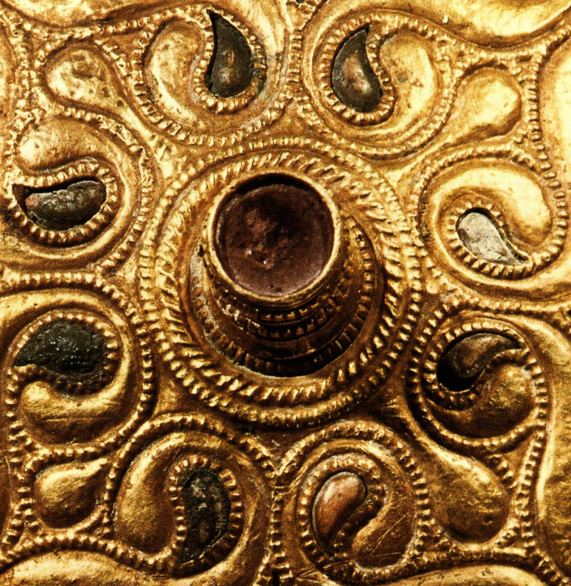 西元前四世紀的凱爾特金飾上的太極圖。(Gun Powder Ma/Wikimedia Commons)