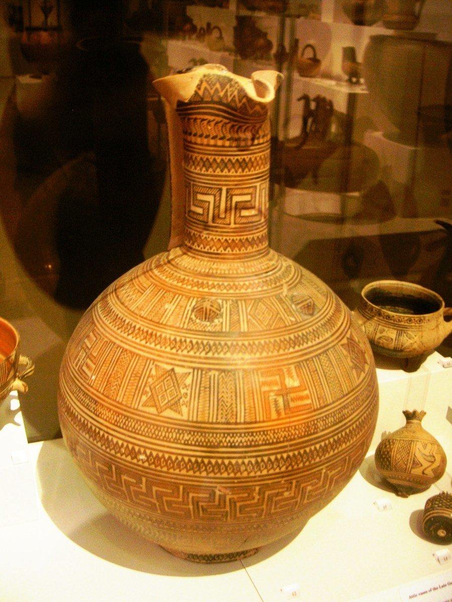 古典希臘時期陶器上的卍字符。(公有領域)