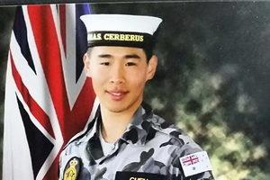 澳夫婦感恩李洪志大師 「笨孩子」入皇家海軍軍樂隊
