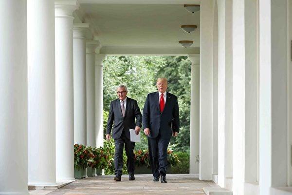 7月25日下午,美國總統特朗普和歐盟委員會主席容克在白宮玫瑰園舉行了聯合新聞發佈會。(Samira Bouaou/大紀元)