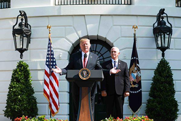 2018年7月27日上午,美國商務部公佈了GDP報告後,特朗普總統在白宮發表講話。(Samira Bouaou/大紀元)
