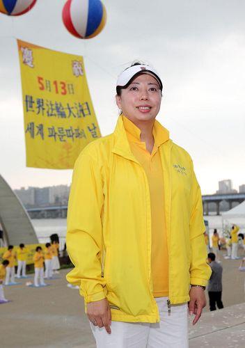 2017年5月13日,黃曉敏參加歡慶活動。(明慧網)