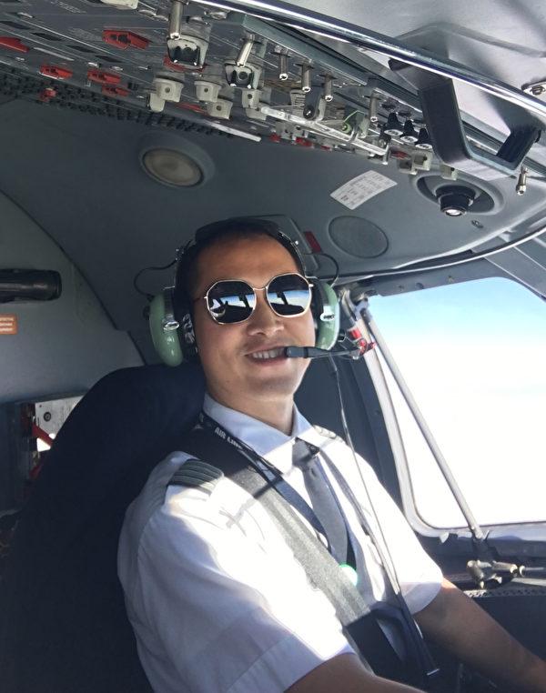 如今的張國良是美國州際航空公司的機長。(張國良提供)