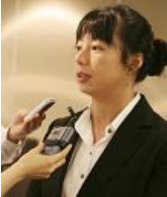 黃曉敏接受採訪,說她對中共活摘法輪功學員器官的罪行感動憤怒。(明慧網)