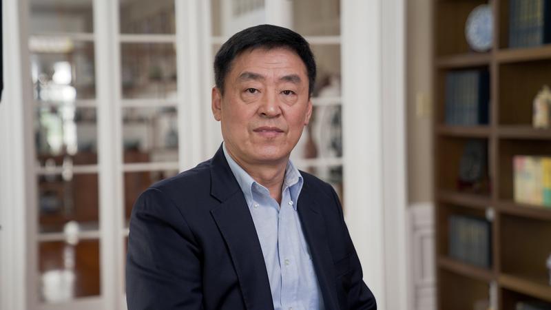 韻藝術團歌唱家、新唐人全世界華人聲樂大賽評委曲樂接受大紀元專訪。(大紀元)