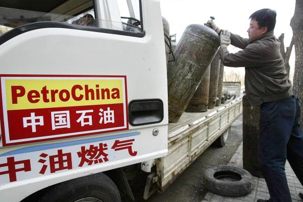 中共當局一邊對美天然氣擬加關稅,一邊調高百姓冬季供暖費。外界認為,這是以打貿易戰的藉口綁百姓上戰車,但此次「精準」打擊特朗普政府的策略恐再次無效。(FREDERIC J. BROWN/AFP/Getty Images)