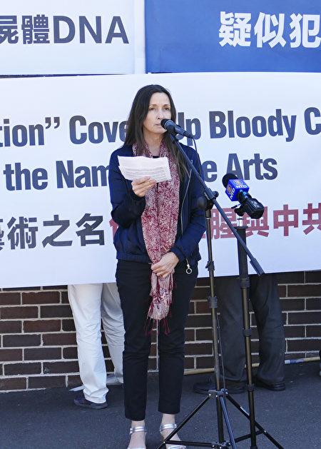 結束中國移植濫用國際聯盟代表Susie Hughes呼籲鑑定人體展標本的DNA。(安平雅/大紀元)