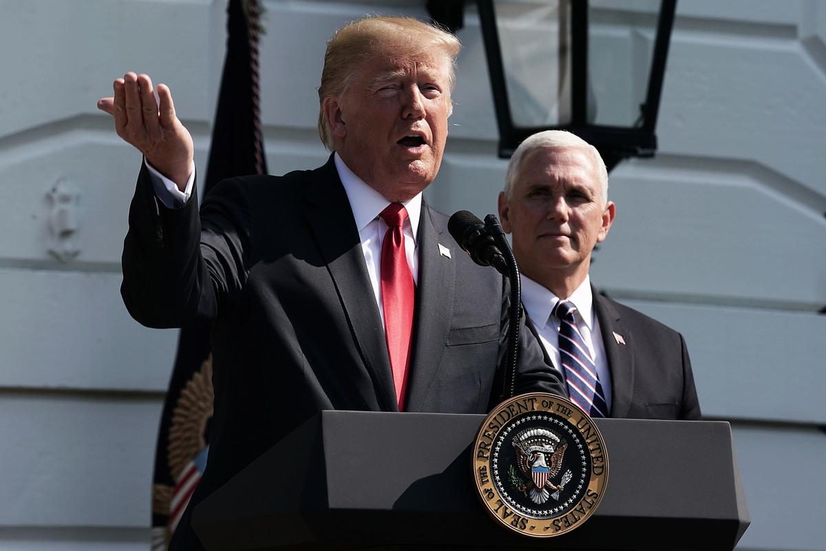 白宮周五(8月31日)表示,特朗普總統11月將赴歐洲參加一戰紀念活動和南美參加G20峰會。將不會參加11月在新加坡和巴布亞新幾內亞舉行的亞洲領導人峰會,但會讓副總統彭斯替代特朗普參加。(Alex Wong/Getty Images)