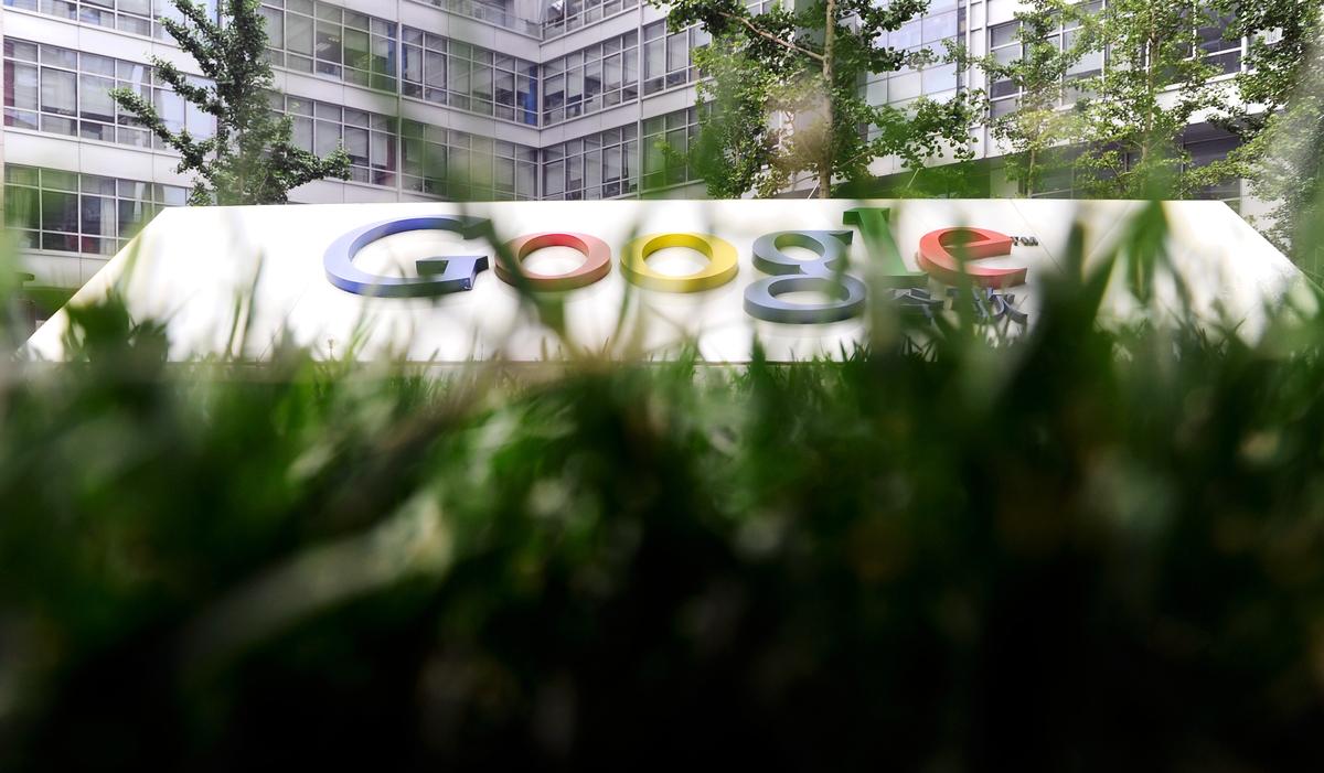 谷歌一名高級科學家辭職,抗議公司在中國推出審查版搜索引擎的計劃。(Franko Lee/AFP/Getty Images)