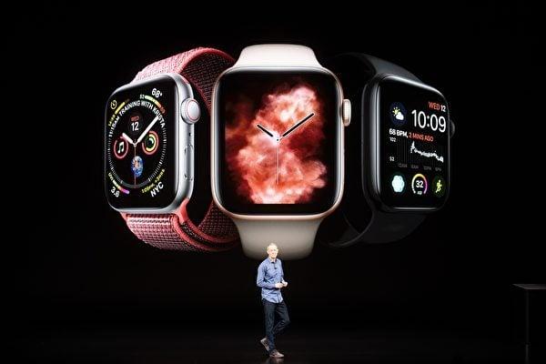 蘋果首席運營官威廉姆斯(Jeff Williams)週三宣布,蘋果公司還推出了一款全新的Watch 4系列。(NOAH BERGER/AFP/Getty Images)