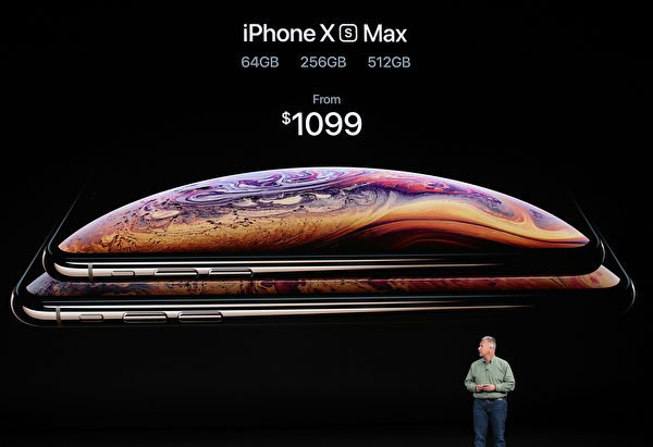 6.5英吋版本的iPhone則命名為「iPhone Xs Max」。(Justin Sullivan/Getty Images)