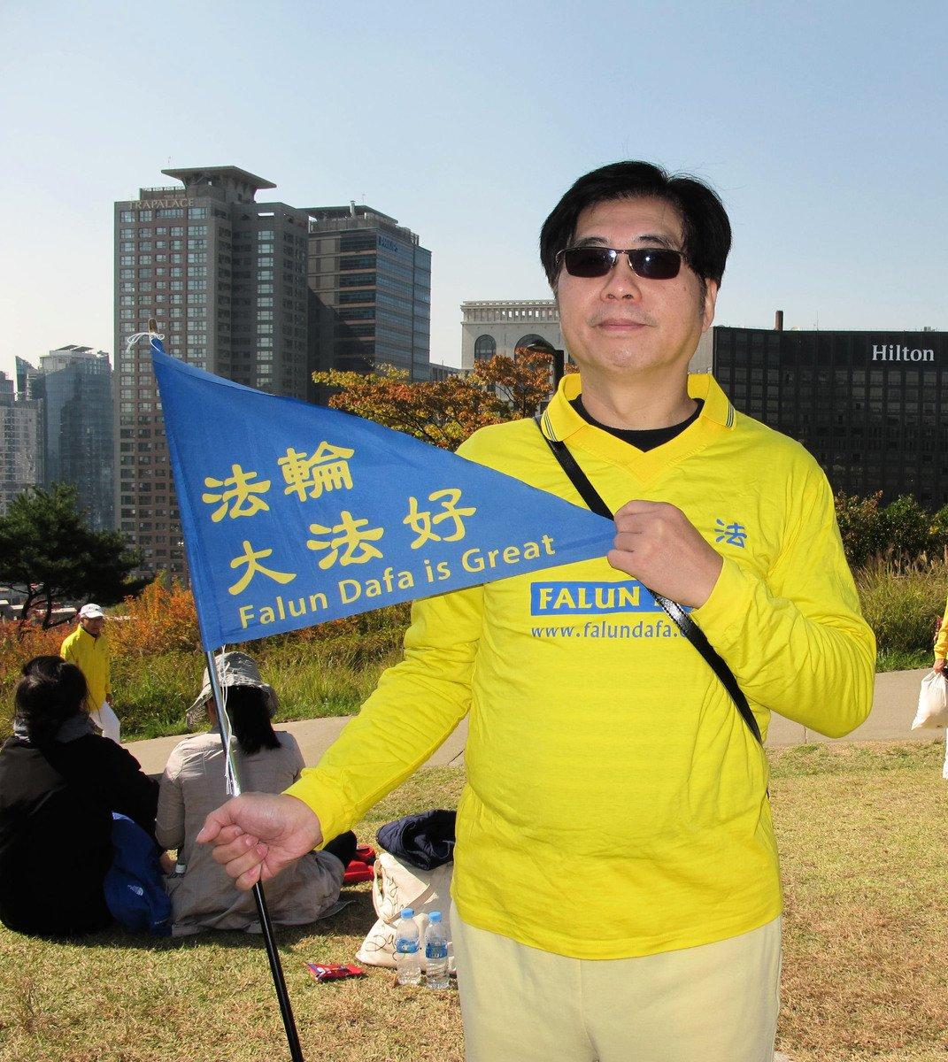 台灣真理大學教授、法輪功學員劉鴻暉。(駱亞/大紀元)