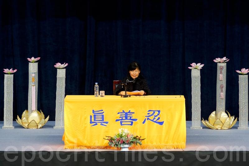 來自台灣高雄的法輪功學員樓欣美現場發言。(金國煥/大紀元)