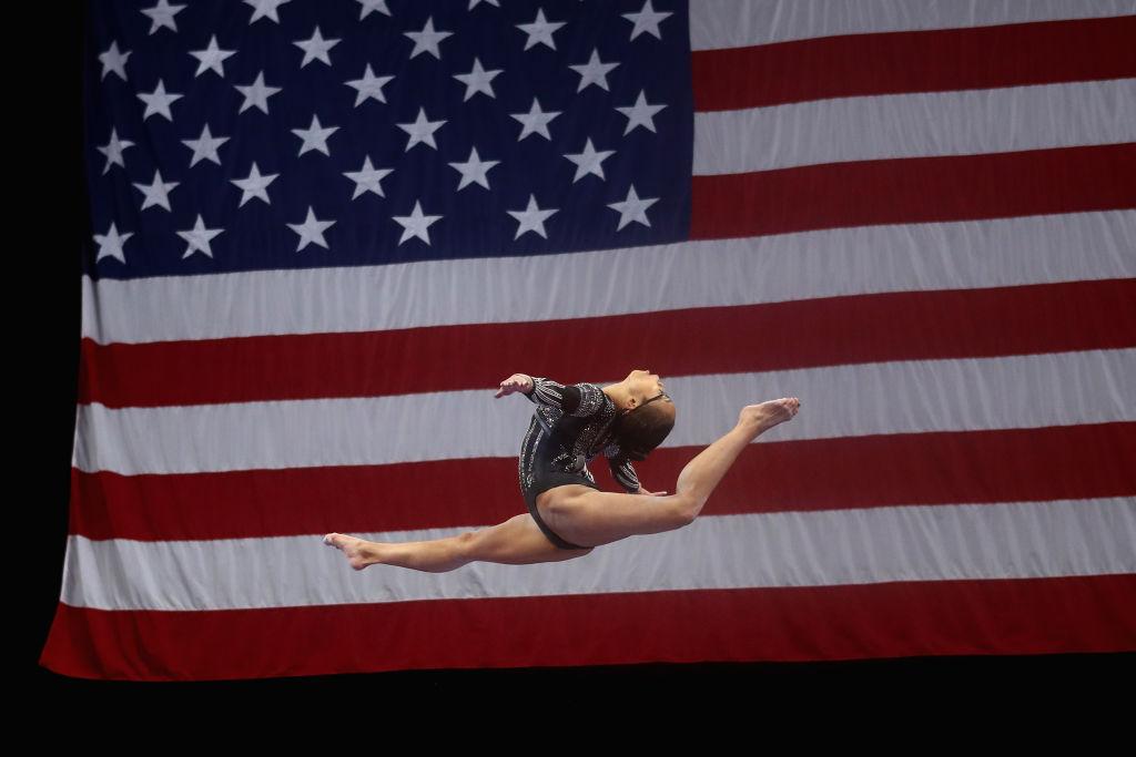 2018年8月19日赫爾德參加全美體操錦標賽的平衡木比賽。 (Tim Bradbury/Getty Images)