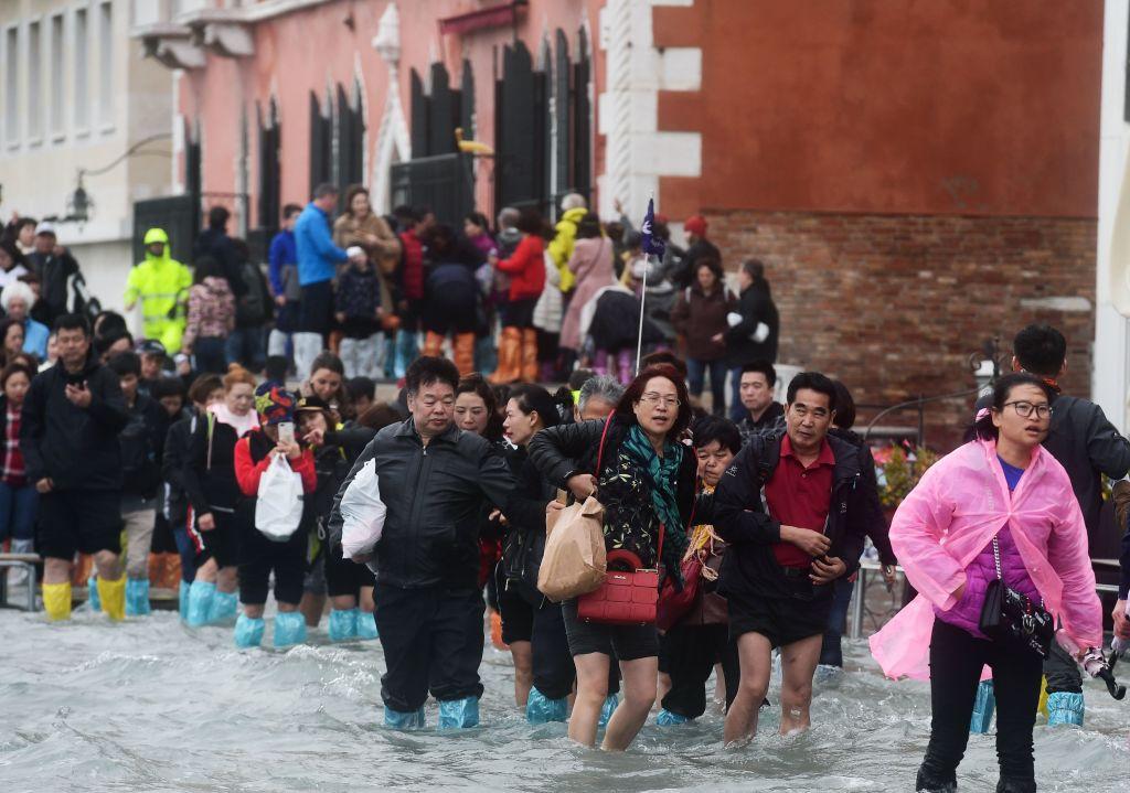 暴風雨肆虐意大利,威尼斯老城70%遭到洪水淹沒。(MIGUEL MEDINA/AFP/Getty Images)