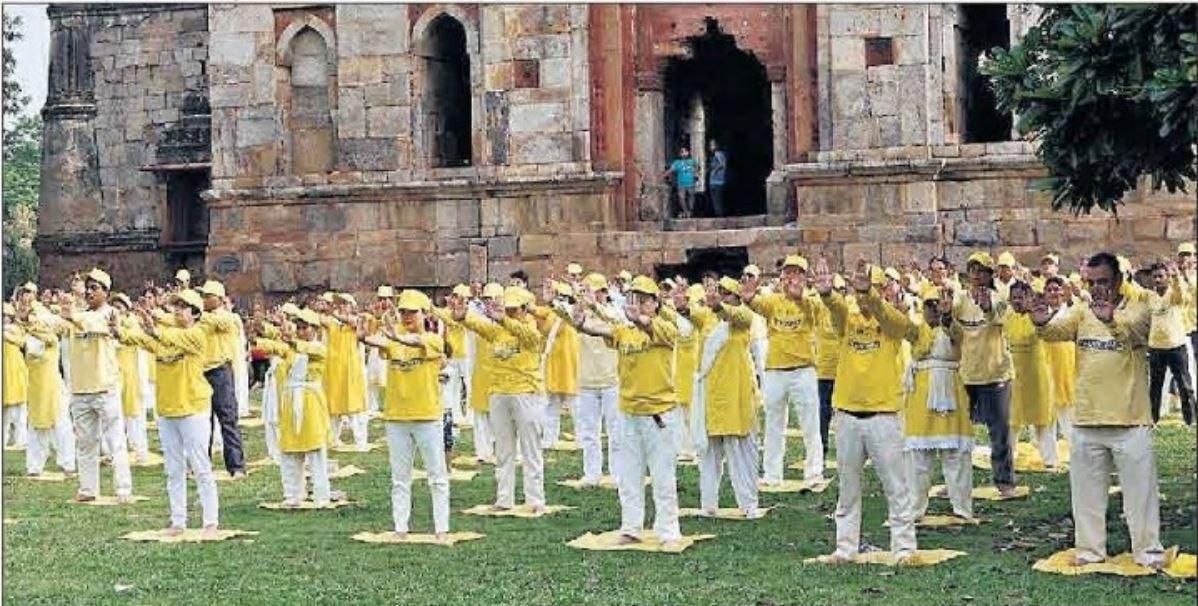 越來越多的印度人學煉法輪大法。(明慧網)